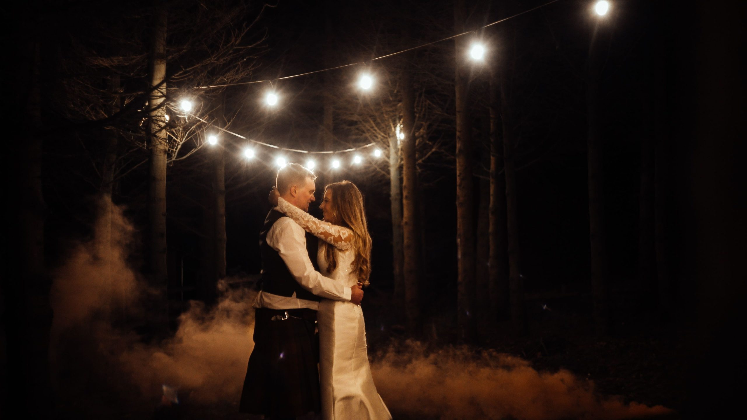 fuhave a fun wedding couple dancing in the dark